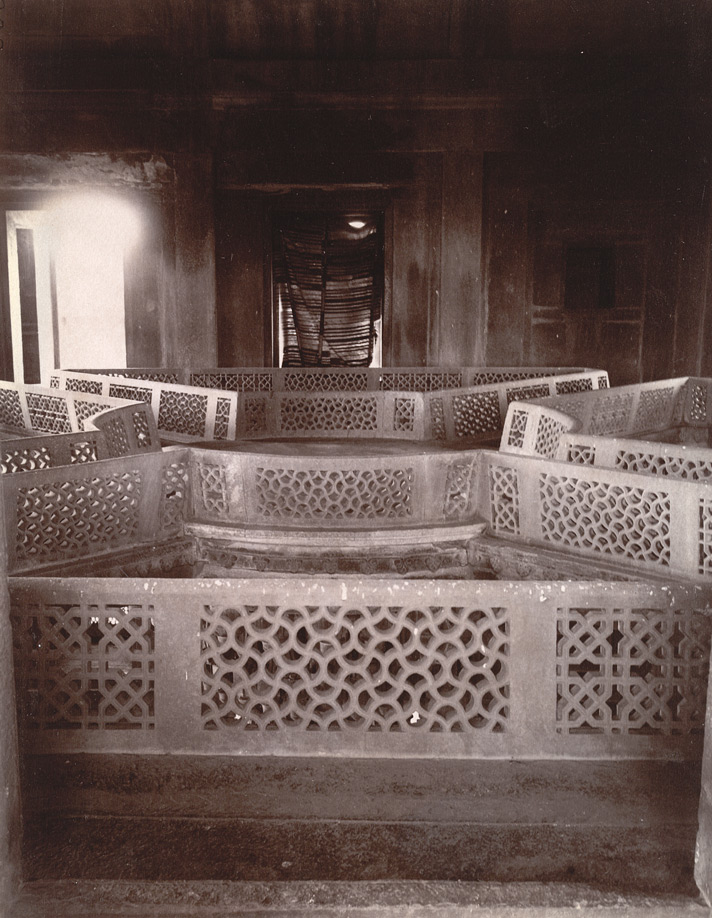 Interior of the Diwan-i-Khas, showing the top of the great central column, Fatehpur Sikri 1003557